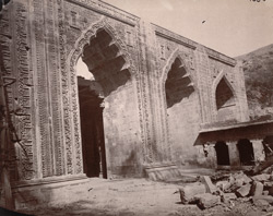Close view of three of the flanking arches of the screen of the Arhai-din-ka-Jhonpra Mosque, Ajmer.